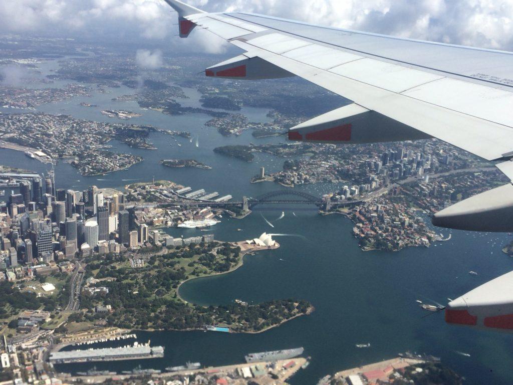 上空から見るオペラハウスとハーバーブリッジ