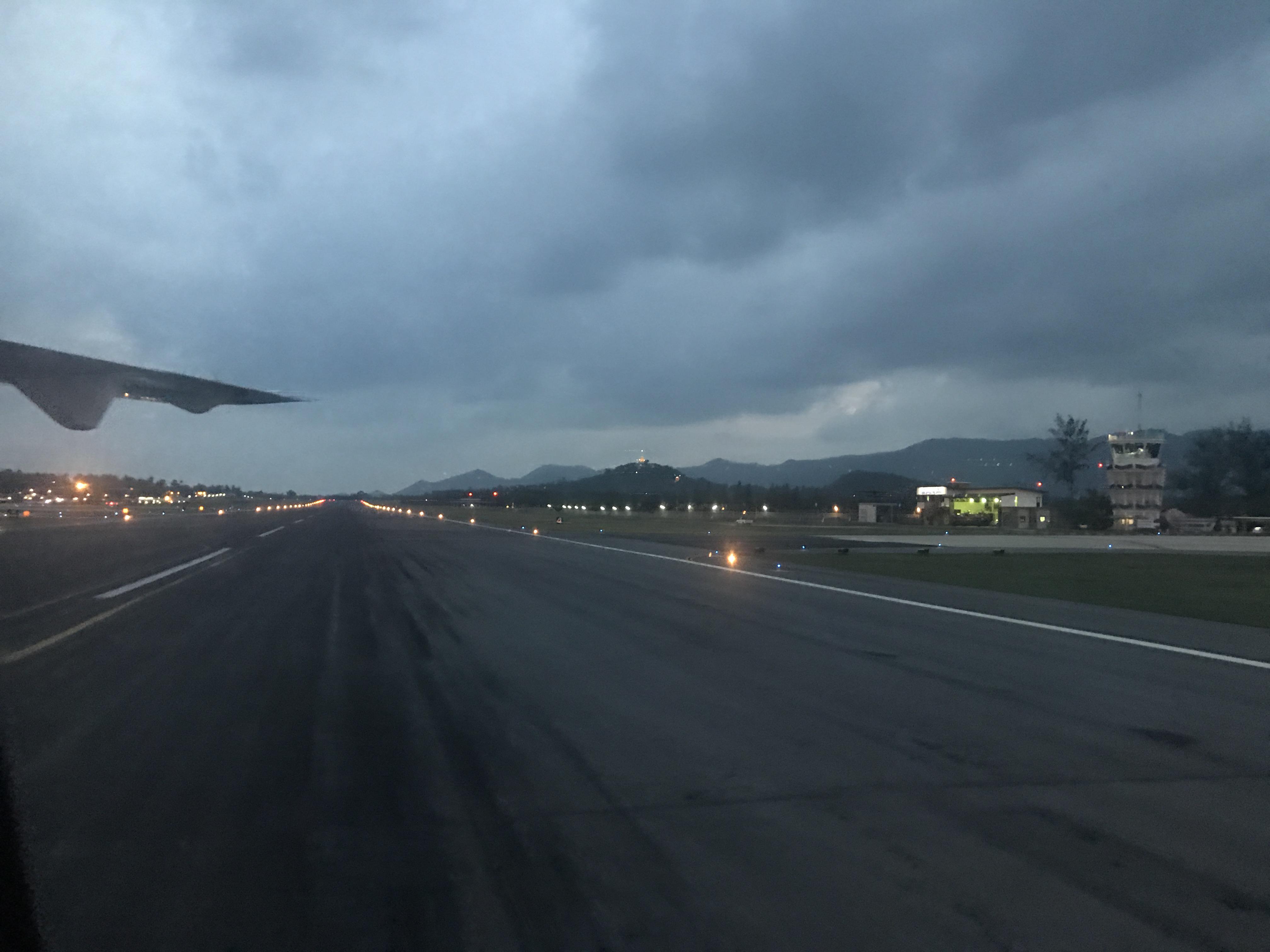 サムイ空港に着陸