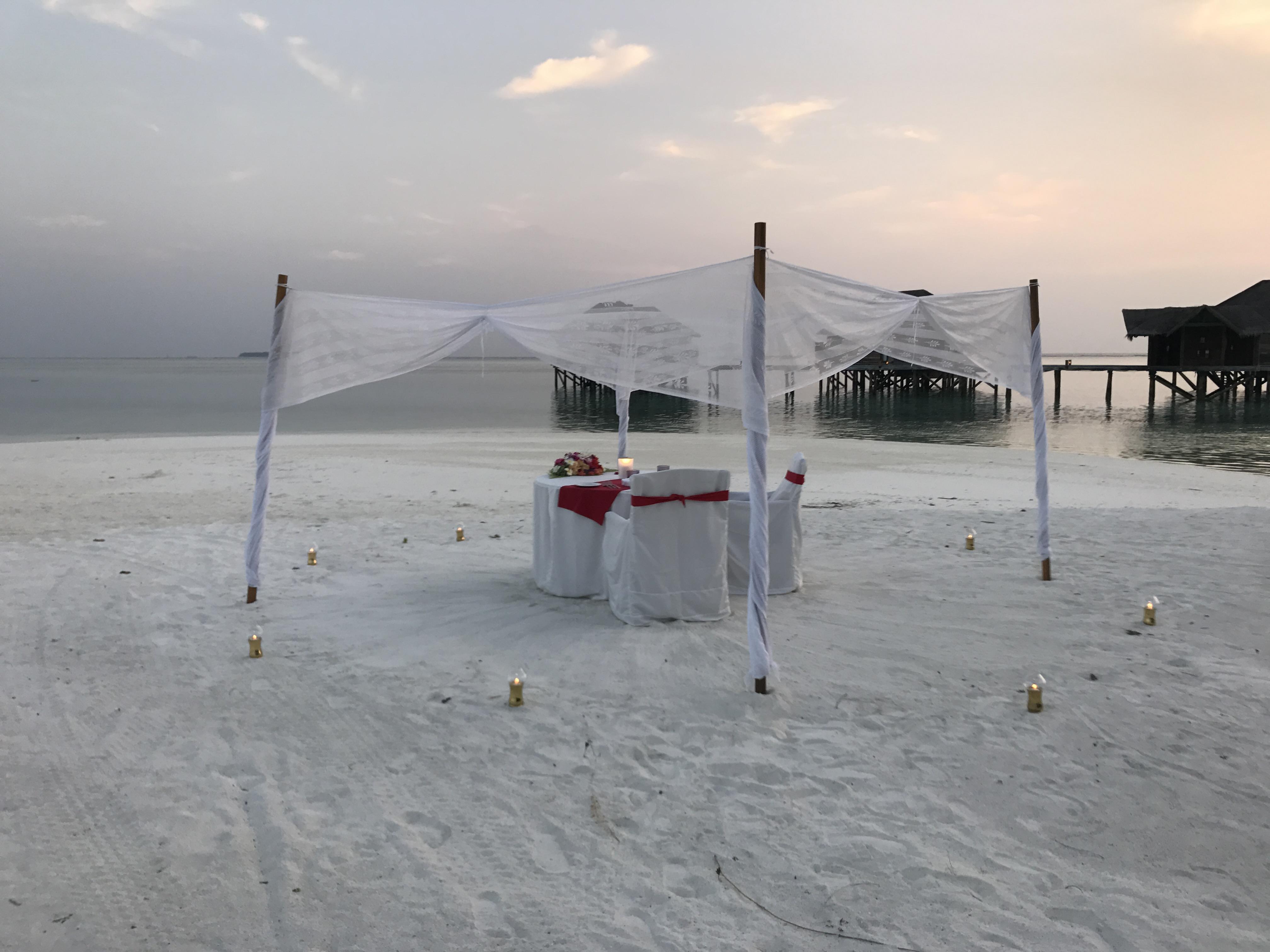 モルディブ プライベートビーチダイニング