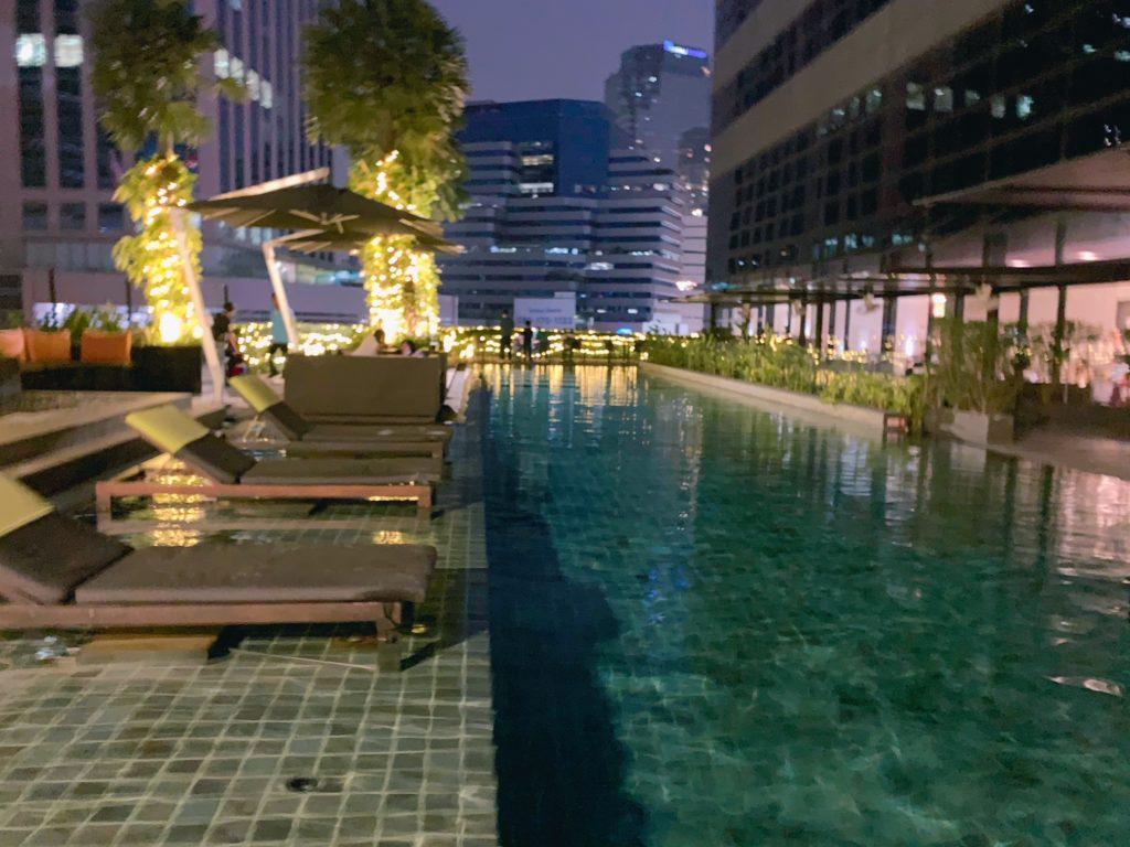 ホリデイ・イン スクンビット(Holiday Inn Bangkok Sukhumvit)プール