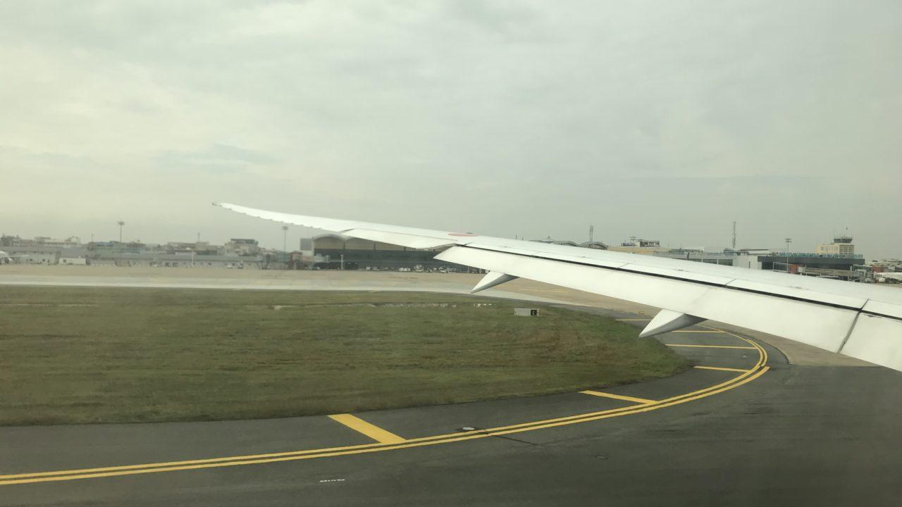 プノンペン空港に到着